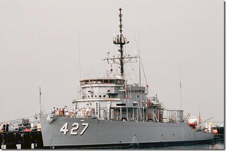 800px-USS_Constant_(AM-427)