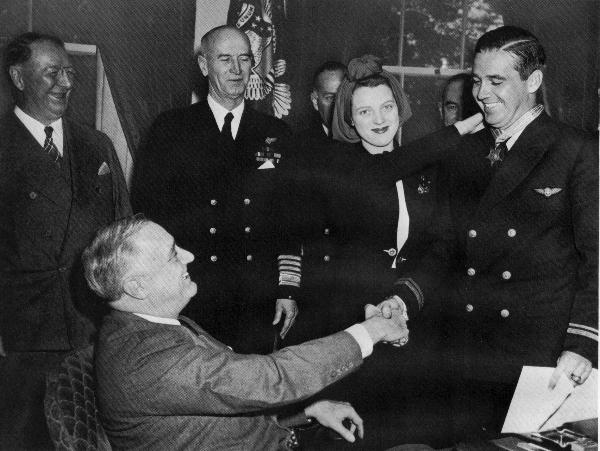 Medal-of-Honor-OHARE-Edward-H.-Butch-Lieutenant-j.g.-USN-receives-Medal-of-Honor-from-FDR-21-April-1942