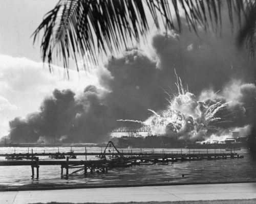 1024px-USS_SHAW_exploding_Pearl_Harbor_Nara_80-G-16871_2